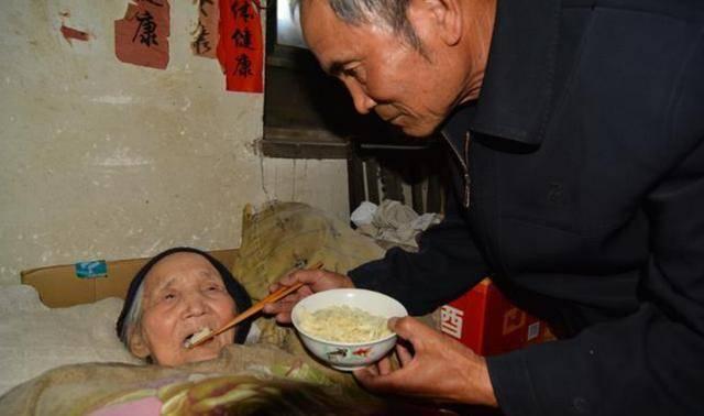 """""""我被你折腾死了"""",60岁女儿训斥80岁老母,退休老人新型压力来了"""