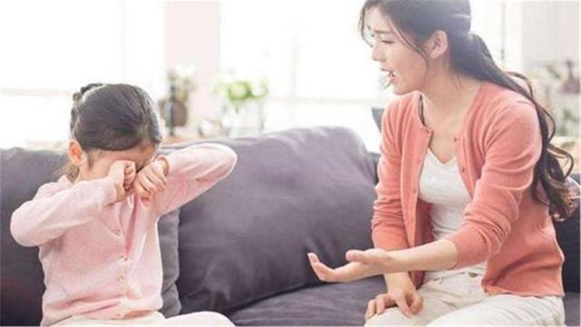 """从小被父母贬低,33岁女大学生患""""社交恐惧症"""",在家啃老10年"""