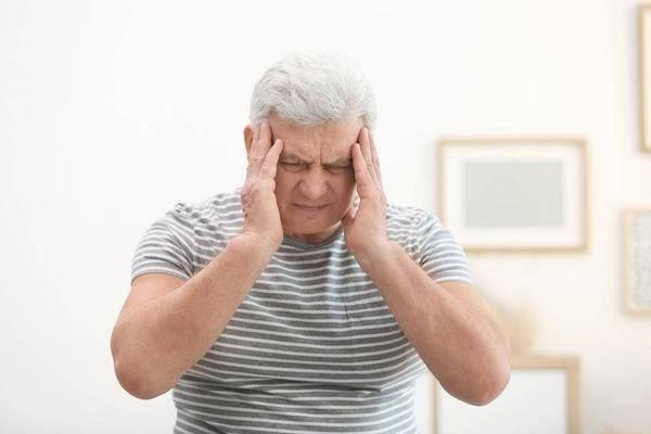 脑癌前期的症状和眼睛有关!眼睛出现这些症状不可忽略!