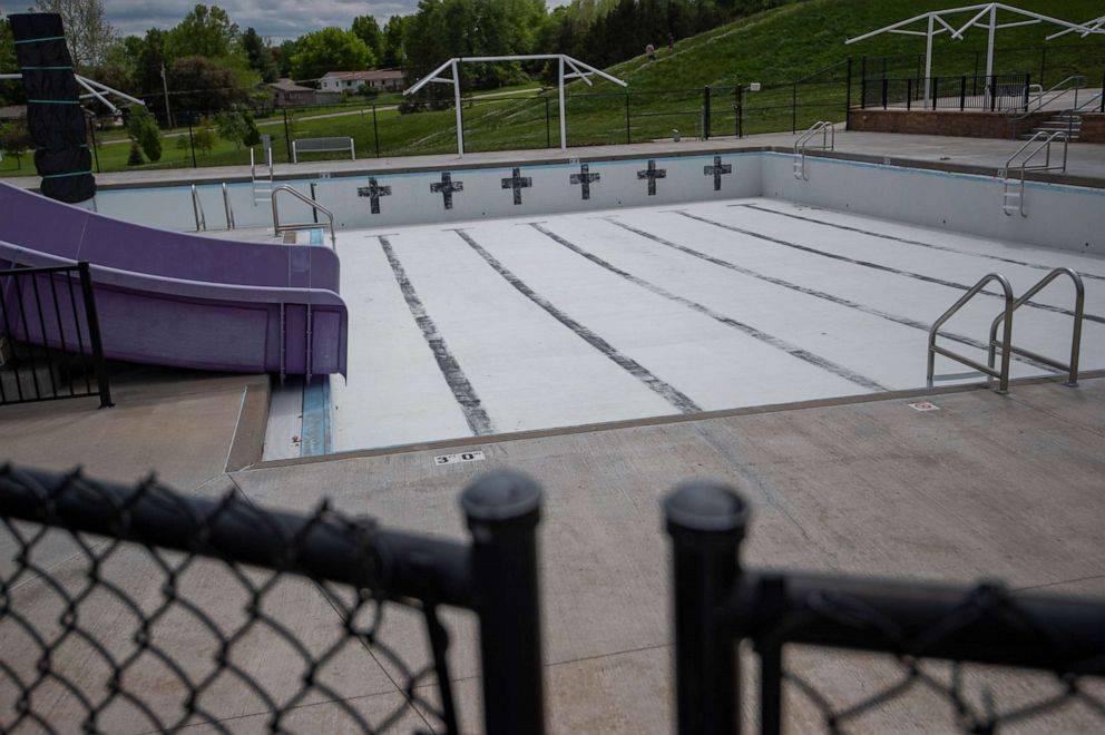 美国CDC发布游泳指导:下水摘口罩,上岸戴口罩