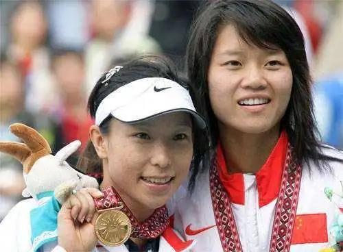 <strong>她是中国首位大满贯四强!退役多年仍为网球奉</strong>