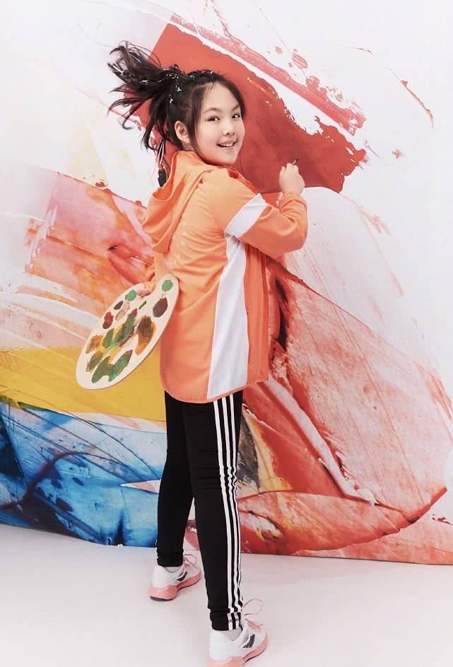 资源11岁就登杂志,近照明显变瘦了李湘女儿王诗龄时尚资源太好了
