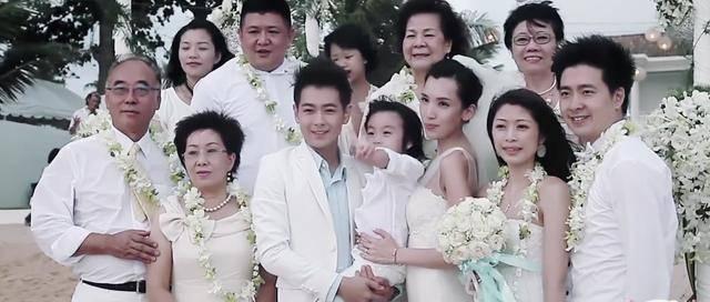 林志颖娇妻穿着时尚,婆婆当面吐槽没礼貌像妹妹,陈若仪神情尴尬