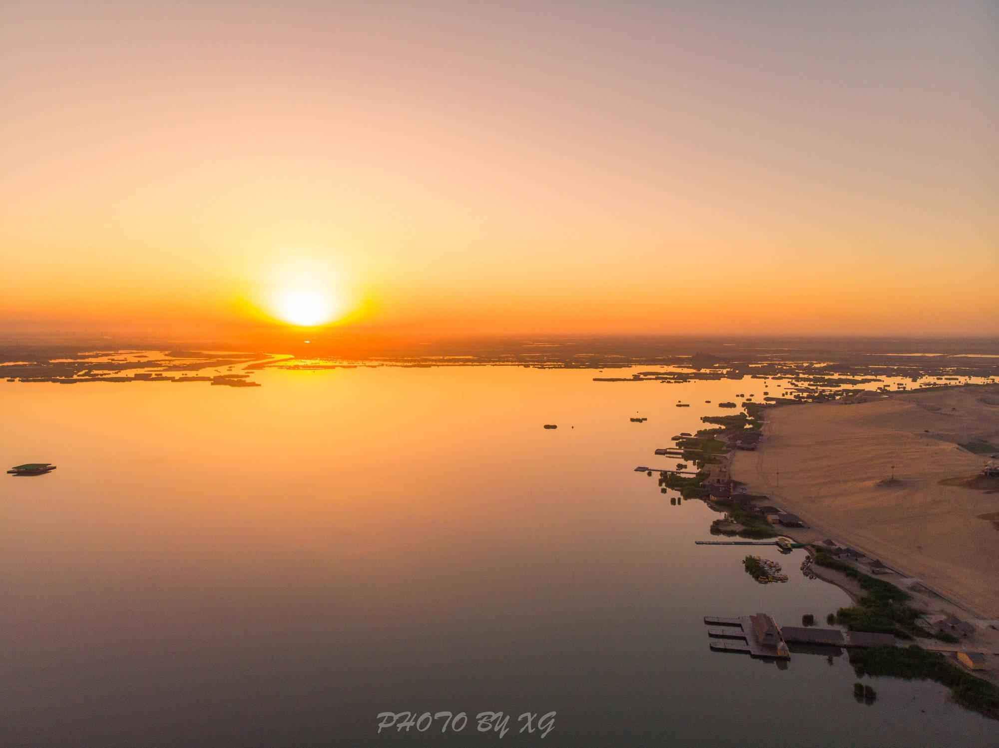 中国最受欢迎的旅游目的地之一,沙漠与湿地的完