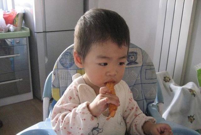 劝告家长:3种常见的早饭别再给娃吃了,伤脾胃,体质差还难长个