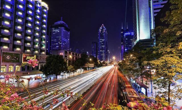 生活在一线城市深圳:工资很高,除了高房价,衣食行都很方便