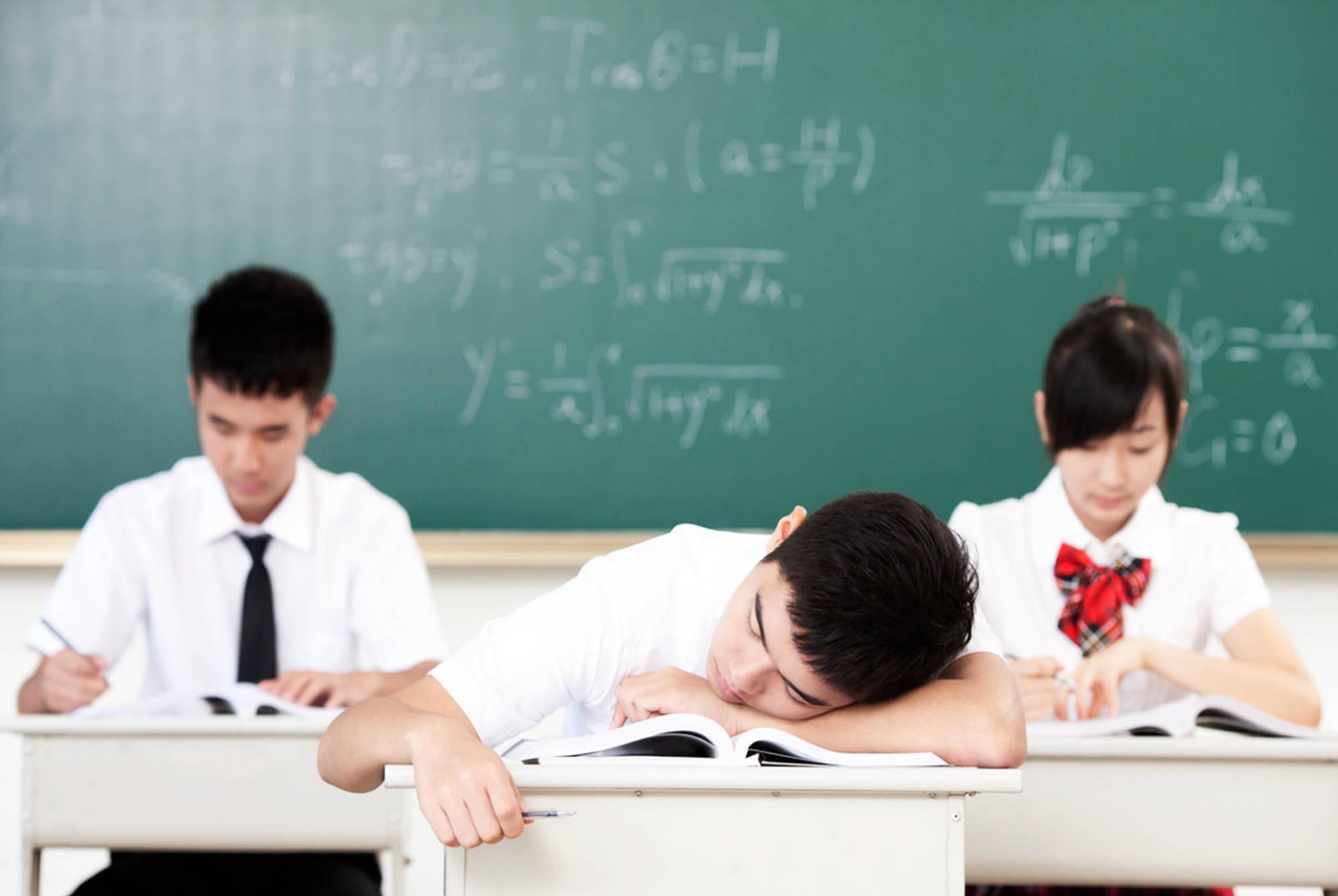 为什么上课会困是什么原理_上课犯困图片