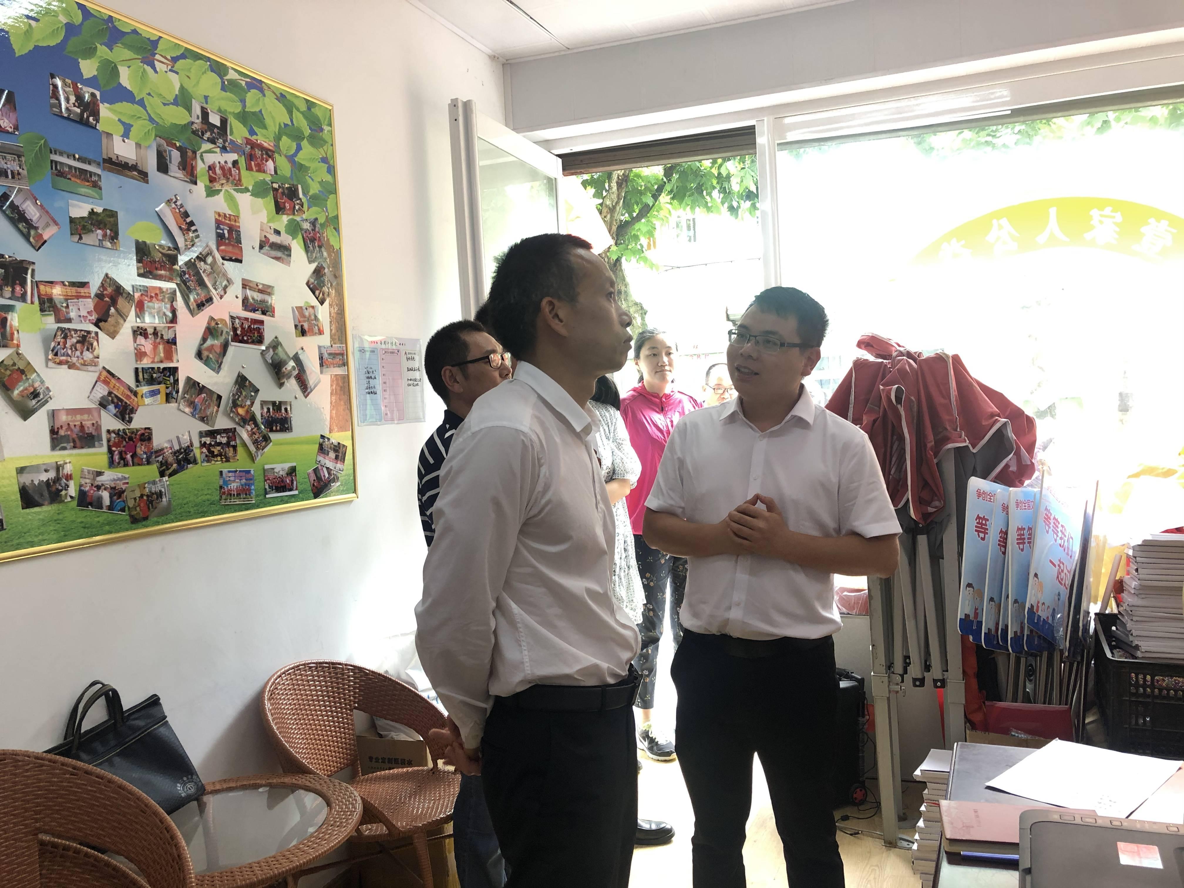 市總工會黨組書記、常務副主席程龍鳳一行蒞臨壹家人公益調研指導工建工作