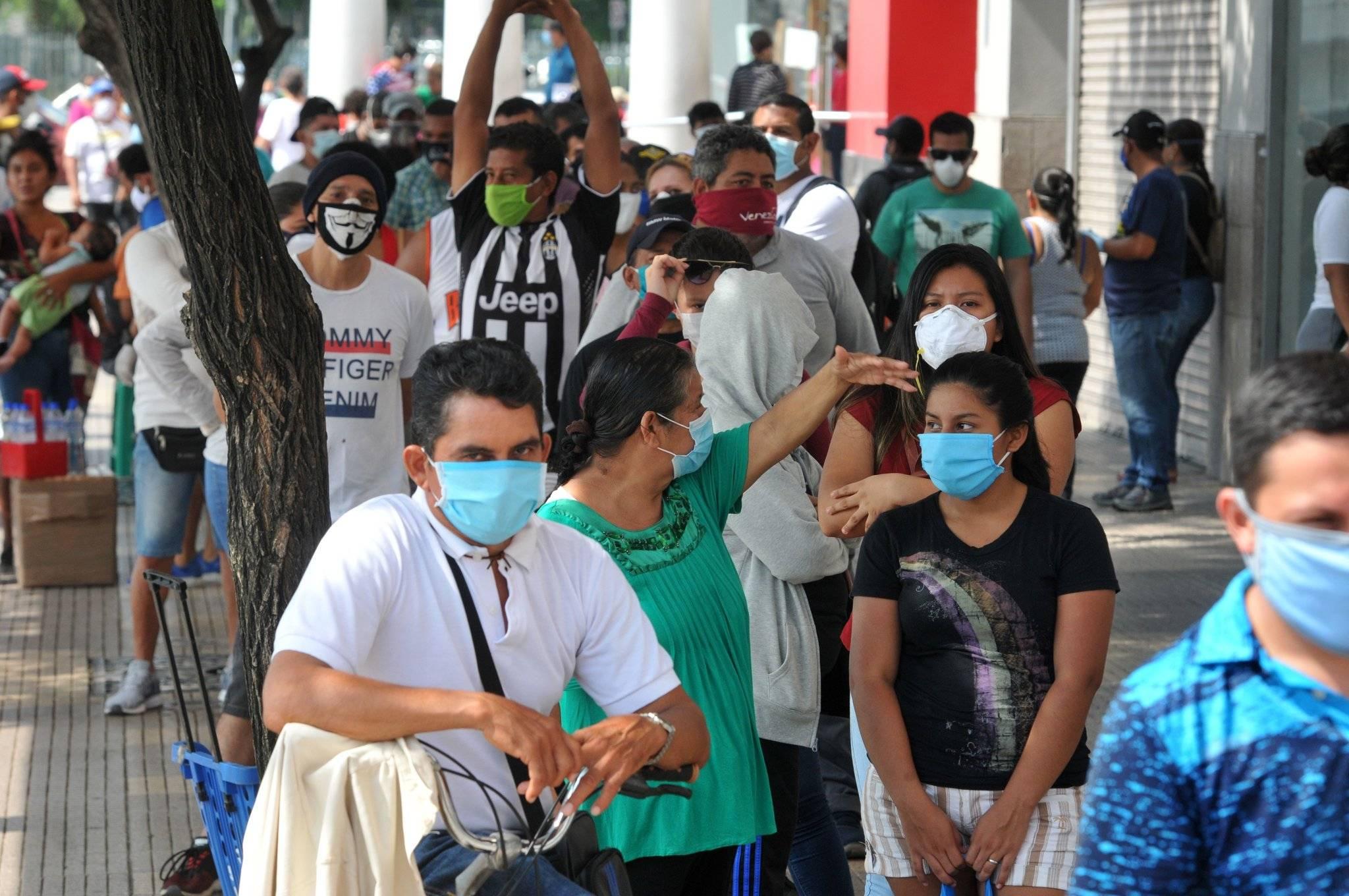 巴西冠状病毒每天增加3万多个。 巴西圣保罗新冠