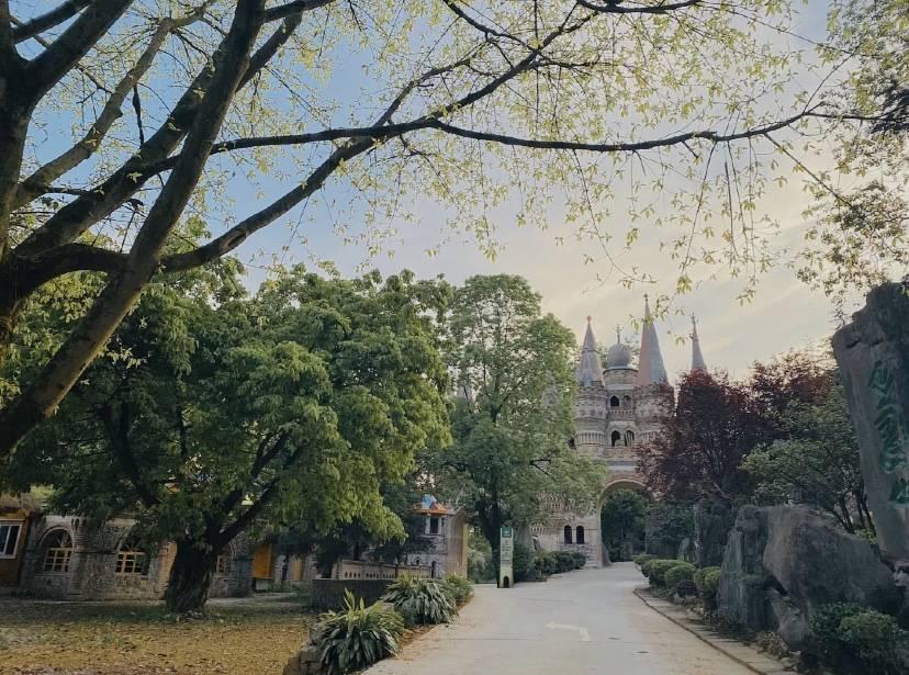 重庆这一小众公园,童话般的天鹅堡,探访欧洲古堡秘境