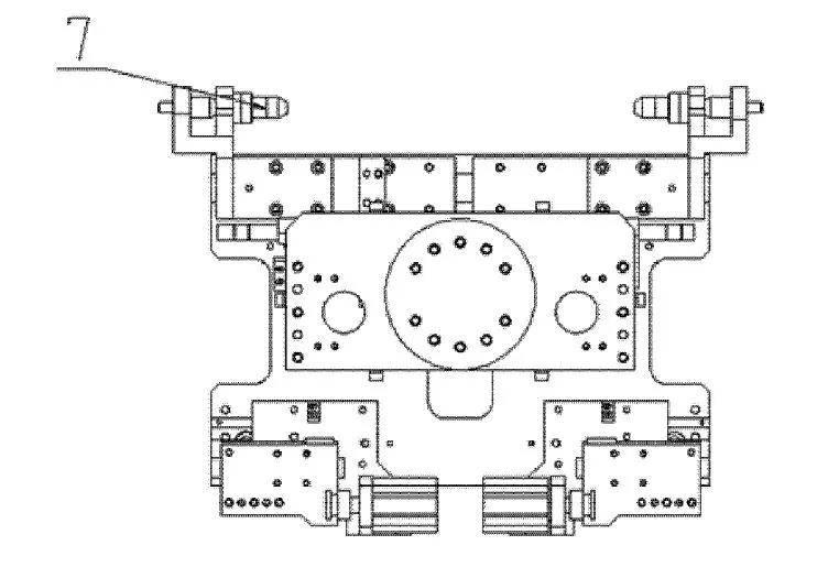 产品规格调整时,更换调整搬运夹具中气动插销和气动压板的位置,即可图片