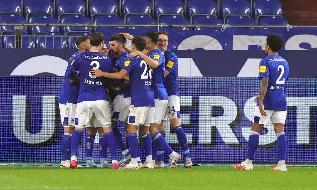 连续13轮德甲不胜(6平7负),刷新队史顶级联赛连续不胜纪录。
