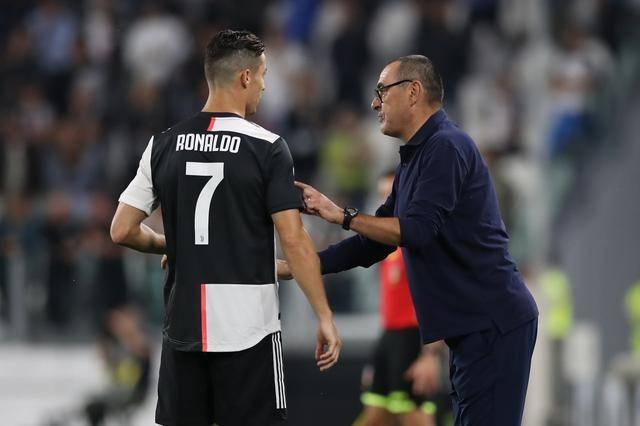 2019-2020赛季意大利杯,尤文最终点球输给了那不勒斯,C罗非常拼