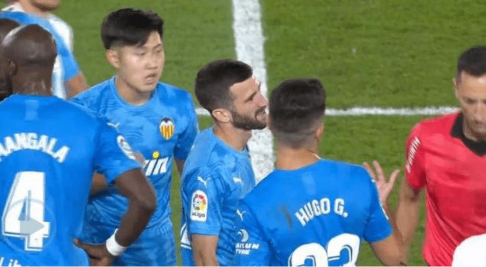 丑态百出!曼祖基奇遭日本小球员三连踢跌倒,足球迷:韩国世界杯重蹈覆辙?