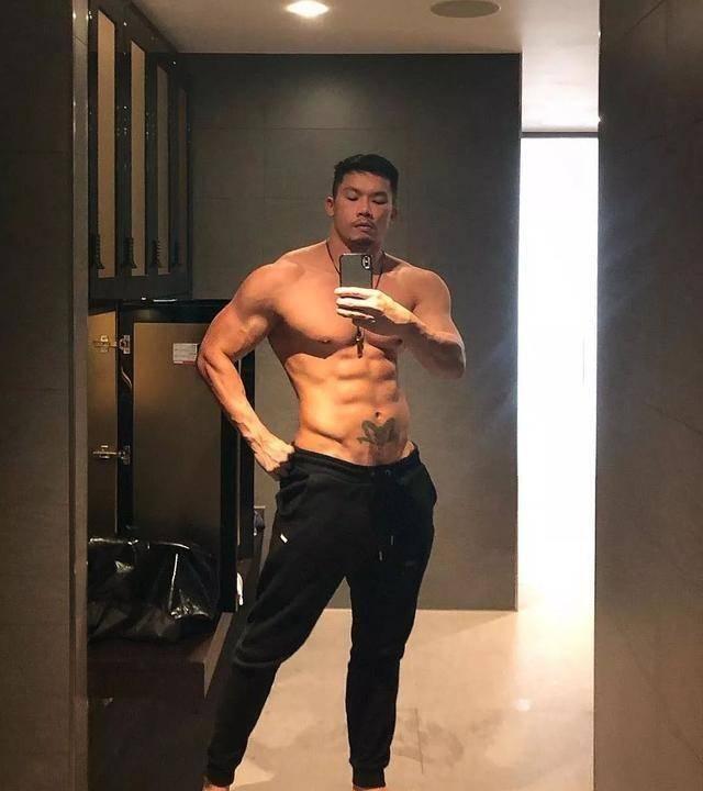 原创 泰国最帅和尚还俗了!日常爱秀8块腹肌人鱼线,还是个200斤的胖子