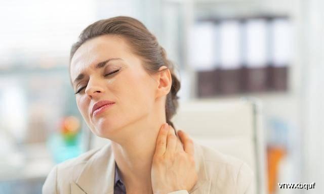 脖子上总长小疙瘩是怎么回事?这4个原因你了解多少呢?看看吧