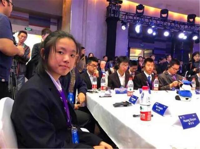 原创 上海15岁高一女生,解决世界性难题,回绝央视采访:别让我妈看到