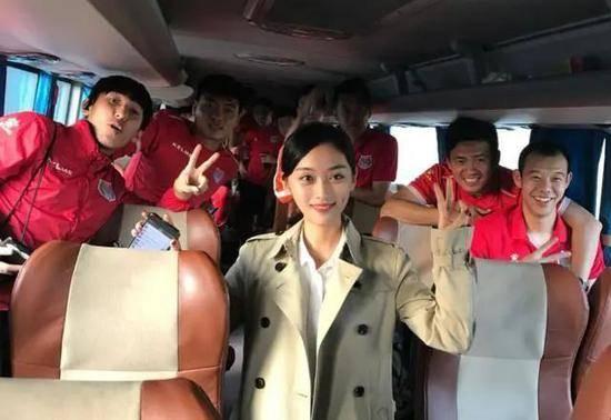 中国足球欠薪事件升级,95后白富美女老板涉案,媒体称她目前在逃