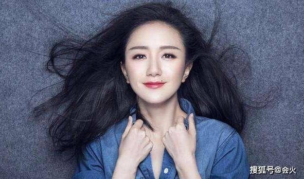 女友原创35岁黄轩公开新恋情!刚被拍和女友亲密同行 郎才女貌极般配