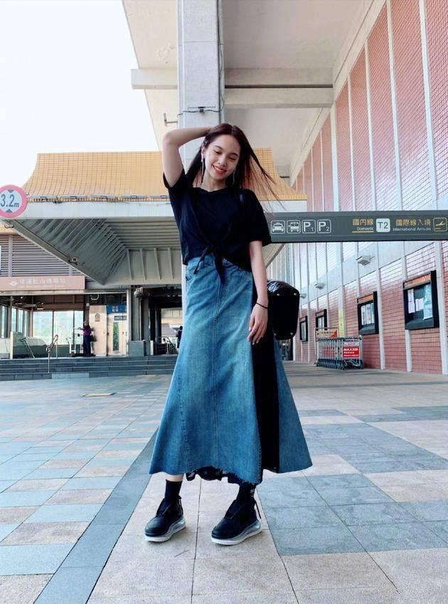 宋轶、杨丞琳撞衫,一个满屏高级高,一个油光又显胖!