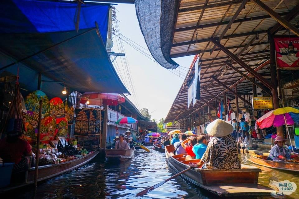 原创             曼谷著名的集市之一,电影《007》取景地,高峰期间不堵车只堵船