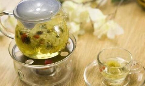 肝火旺盛、用眼过度多喝点菊花茶,可变绿的菊花茶还能不能喝?