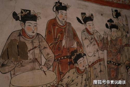 古墓出现辽代壁画:奇怪服饰引起大家讨论,专家的解释却没人相信