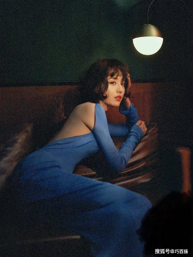 [美得]美得不可方物,短发佟丽娅美出天际!搭配优雅蓝色露背裙