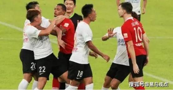 中国足坛又一负面丑闻被曝光了!李铁目睹全过程,引发球迷热议