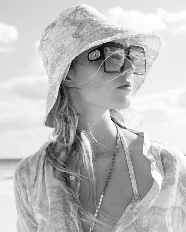 度假却不知怎么搭?Dior女孩来教你,休闲又时尚的夏日度假风