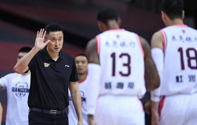 广东男篮迎战CBA总冠军球队