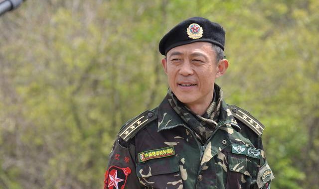 肌肉特警军人_穿军装最有男人气魄的10位男星,你们最喜欢哪一个呢?_军人
