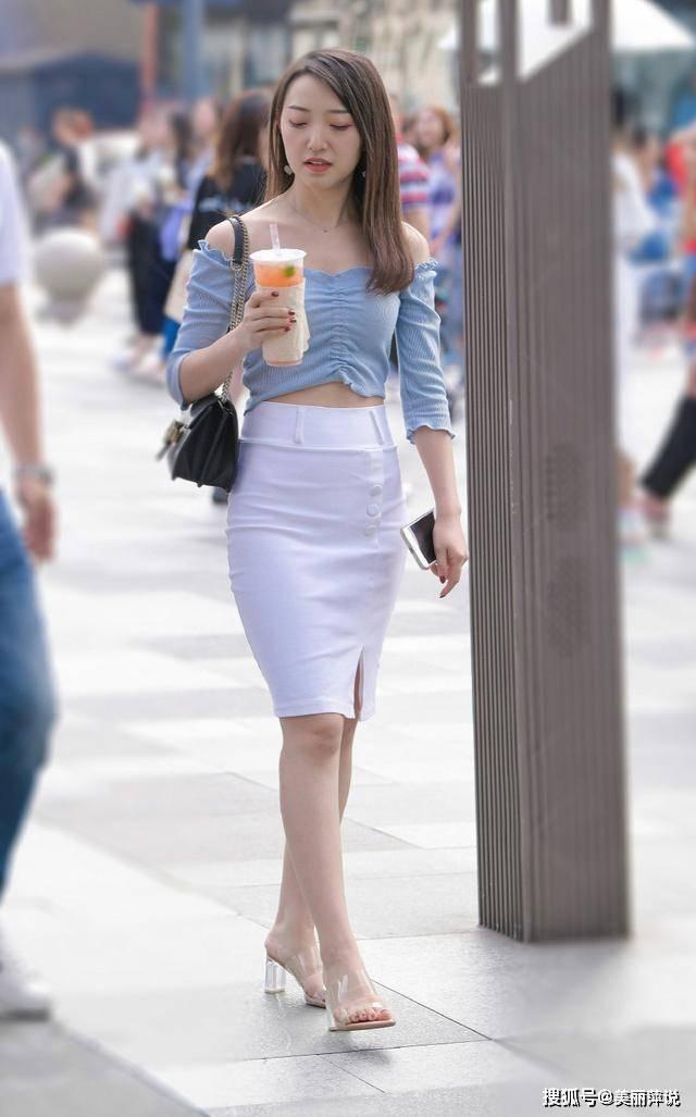 """玉人街拍:夏天洋气的白裙穿搭,气质更显大方优雅,让你当个清凉""""小仙女"""""""