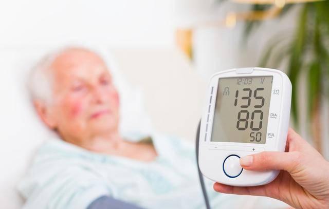 原创血压只比正常值高了一点儿,要不要吃药?从4个方面来决定