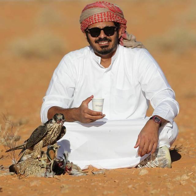 原创 卡塔尔王子颜值胜威廉,包酒店带仆人读大学,爱戴墨镜扮霸道总裁