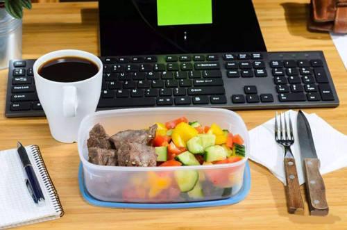 公司里每天都有自带午饭的人,你怎么看?