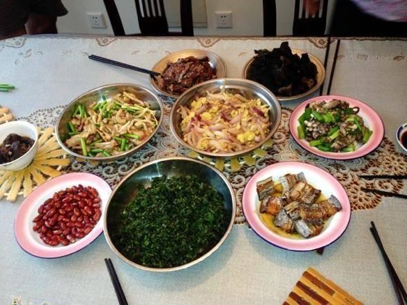 """晚餐吃得要像""""乞丐""""?营养师:晚上吃这3类食物,还不如不吃"""