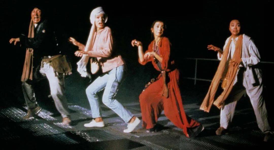 1992年,37岁成龙如日中天,和成龙拍完这部片的利智却退出娱乐圈