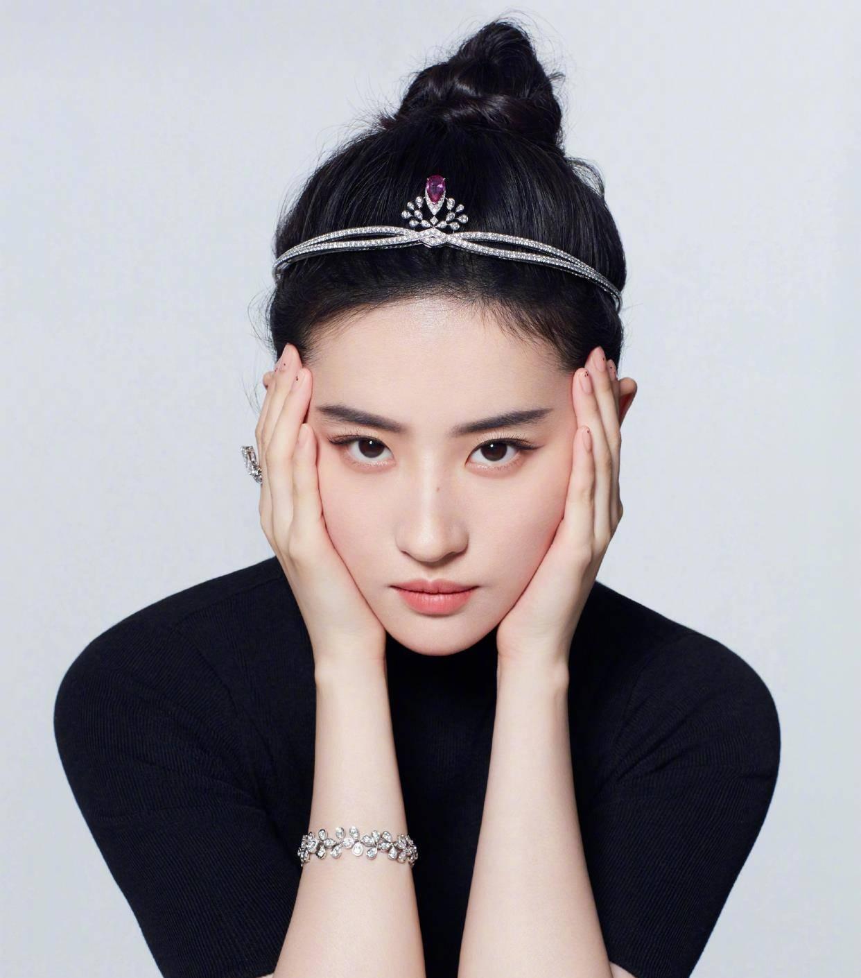 劉亦菲鉆石發箍 有沒有被天仙姐姐的眼神殺到?