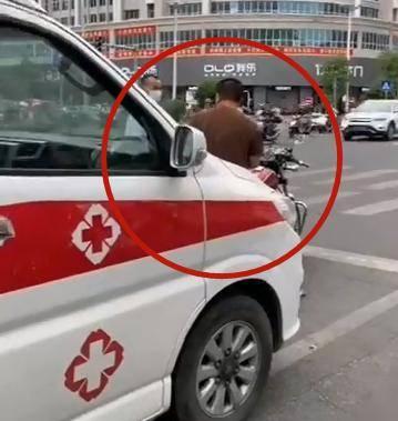 气愤!潮州一男子故意阻挡救护车,结局大快人心!