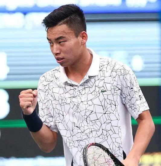 穆韬|原创中国男网零零后在哪儿?他刚挑落老大哥并强势晋级16强!