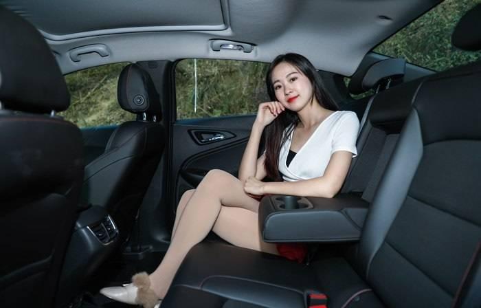 雅阁不敢小看,座椅柔软舒适,关键是2.0T 9AT 刘彻不敢小觑中国