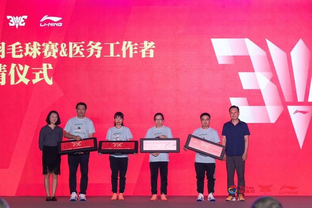 奥运夺冠纪念日傅海峰重登赛场 助力3V3推广羽毛球