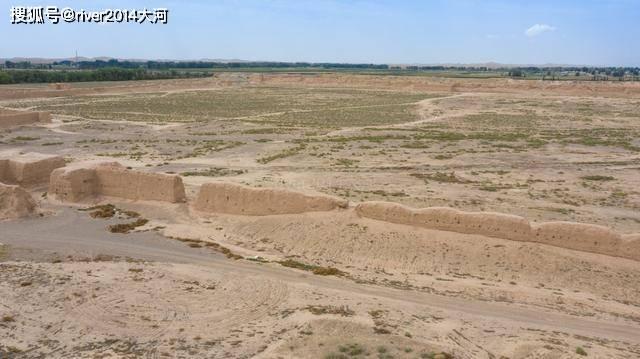 甘肃张掖荒漠中的古城遗址,曾是一国都