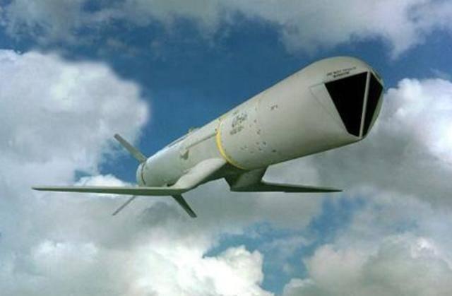 """轰-6K现身!印度买俄罗斯轰炸机反制?美国提议改装""""海神"""""""