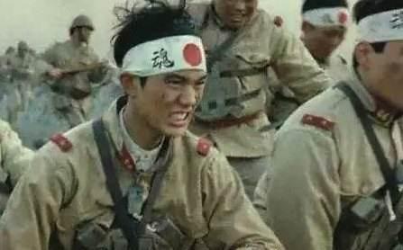 爱游戏体育: 日本二战最壮盛时刻 有几多士兵?50个日本人 就有8人投军(图1)
