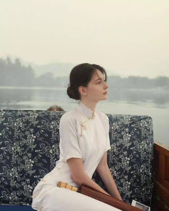 穿旗袍最好看的外国人,大概就是这个小姐姐了!