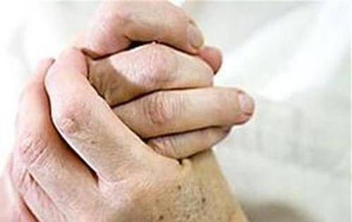五十多岁的女性,为何早上手指僵硬、疼痛,甚至变形?告诉你原因