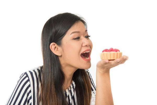 原创吃补品不如吃一把黑豆?提醒:坚持每天吃一点,女性少说能得到4个好处