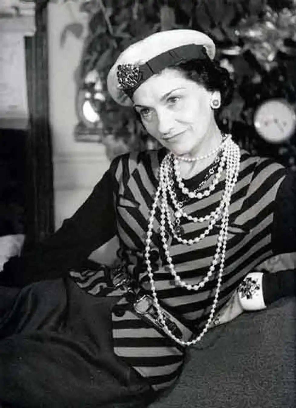 在成为皇室成员之前,凯特王妃就一直遵循着的这种休闲时尚原则